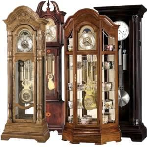 напольные часы с маятником и боем в деревянном корпусе